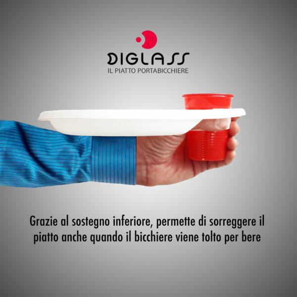 Piattino, stoviglia in plastica extra forte, grazie al sostegno inferiore, permette di sorreggere il piatto anche quando il bicchiere viene tolto per bere