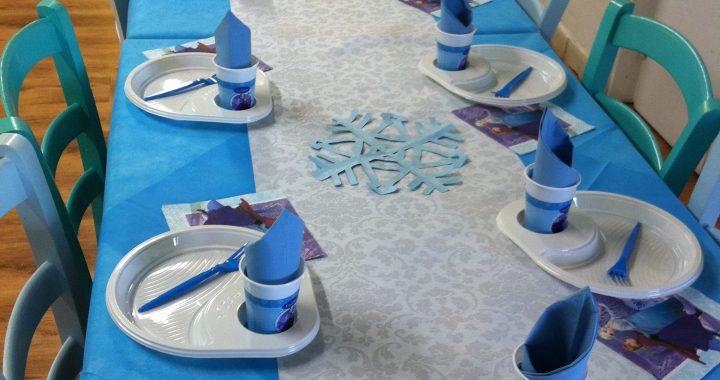 Piatti di plastica bianchi per party